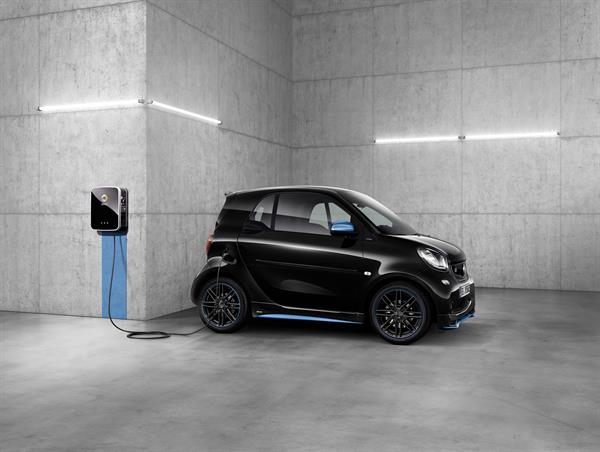 smart EQ fortwo edition nightsky; smart EQ fortwo Cabrio edition nightsky;  smart EQ forfour edition nightsky