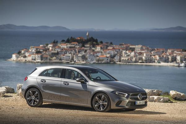 Mercedes-Benz A 180 d, Progressive, mountaingrau