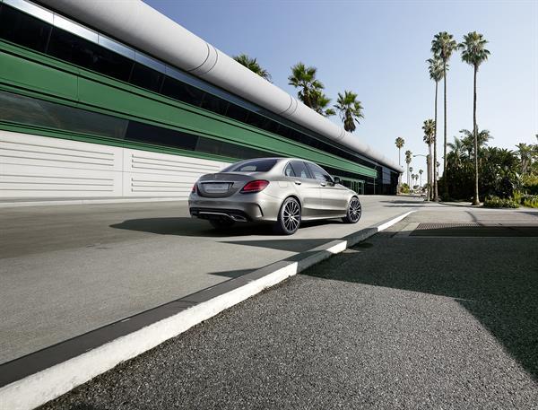 Ab Juli bei den Händlern - Verkaufsstart für neue C-Klasse Limousine und T-Modell