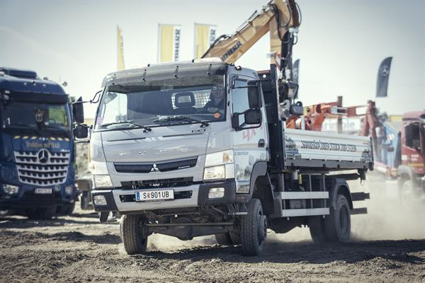 Mercedes-Benz_Fuso Canter