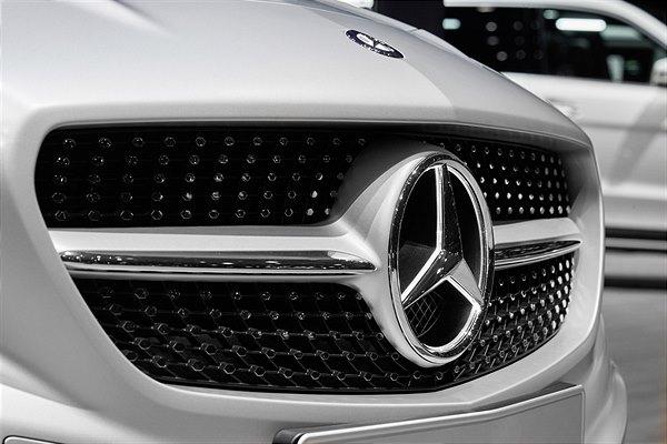 """""""Best Global Brands 2018"""" – der Stern strahlt - Mercedes-Benz wertvollste Premium-Automobilmarke der Welt"""