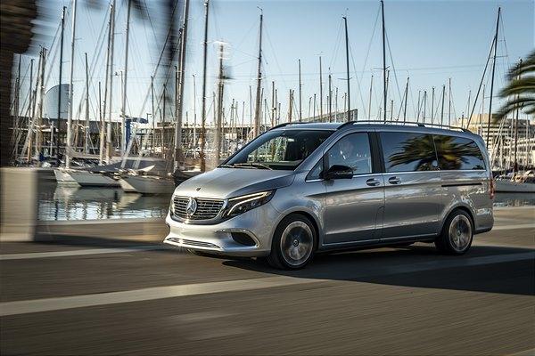 Mercedes-Benz Concept EQV: Erste vollelektrische Fahrt in der Mittelmeermetropole Barcelona