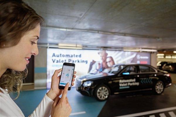 Weltpremiere: Bosch und Daimler erhalten Zulassung für fahrerloses Parken ohne menschliche Überwachung