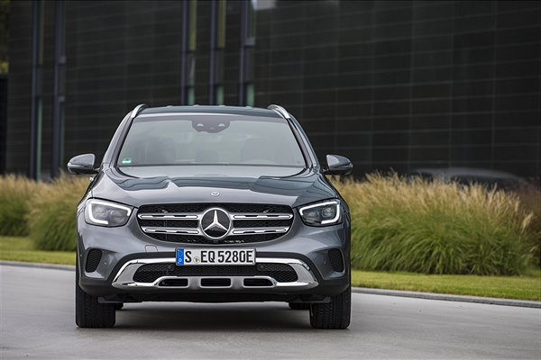 GLC_300_e_4MATIC_selenite_grey_metallic_EQ_Power