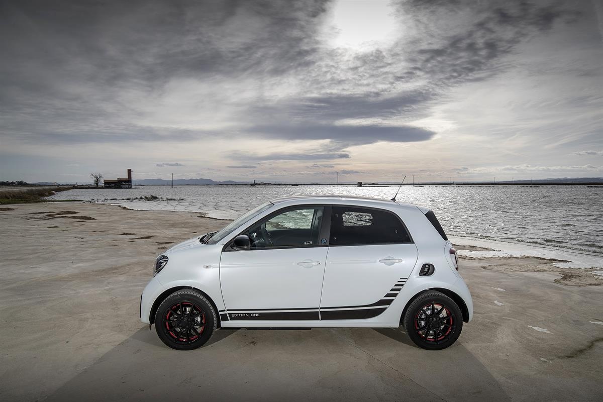 smart_EQ_forfour_ice_white_Valencia_2020